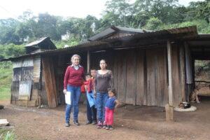 Entrega DIF ayuda integral a familia de Loma Grande