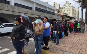 Largas filas para ver a J. Balvin en cierre de Carnaval de Veracruz